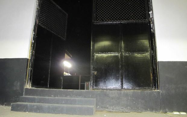portão de acesso Vila Belmiro (Foto: Marcelo Hazan / Globoesporte.com)