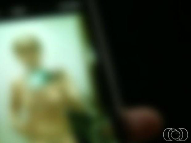 Fotos de adolescentes nuas vazam na internet e causam polêmica em Luziânia, Goiás (Foto: Reprodução/TV Anhanguera)