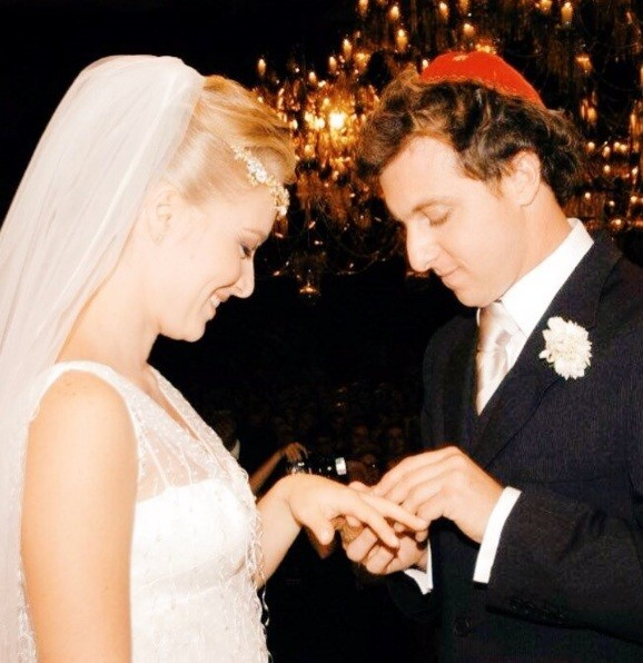 Luciano Huck comemora 13 anos de casamento e relembra foto da cerimônia