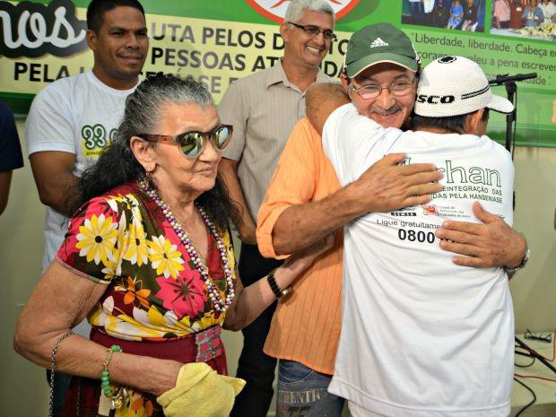 Irmãos Cleomar Freire e José Vieira se reencontram depois de 40 anos  (Foto: Caio Fulgêncio/G1)