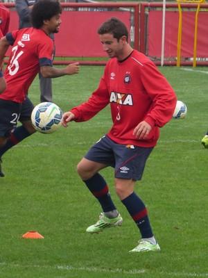 Lateral-direito Bruno Pereirinha do Atlético-PR (Foto: Fernando Freire)