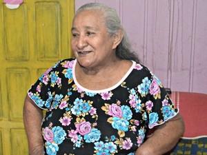 Dona Joana diz que quer dar entrada na aposentadoria  (Foto: Adelcimar Carvalho/G1)