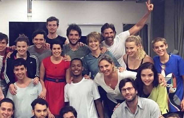 Cláudia Abreu adotou o cabelo joãozinho como na minissérie Anos Rebeldes (Foto: Reprodução/Instagram)