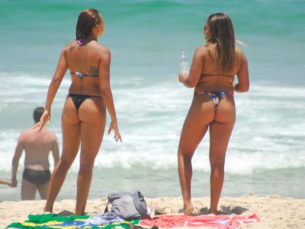 Sol forte e calor levou cariocas às praias do Rio nesta quinta-feira (5) (Foto: Luiz Gomes/Futura Press)