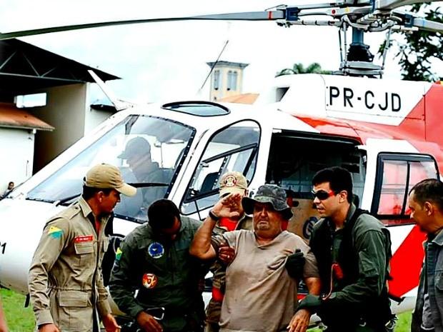 Piloto chega em Sena Madureira para ser internado no hospital da cidade  (Foto: Douglas Barros/ Arquivo pessoal)