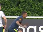 Lesão no quadril tira Danilo do jogo contra Costa Rica; entra Fagner