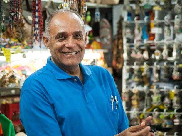Seu Nelson Tupiniquim é um dos permissionários que tem mais tempo no Mercado Modelo (Foto: Egi Santana/ G1)