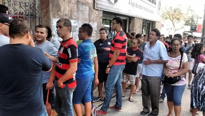 campinense, fila, ingressos (Foto: Iago Bruno / GloboEsporte.com/pb)