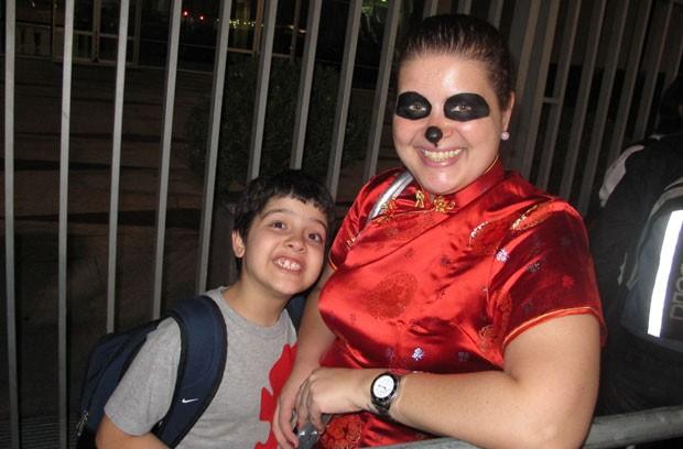 Lilibeth Nobre veio do Rio de Janeiro com o filho Flávio José para comprar o game (Foto: Gustavo Petró/G1)