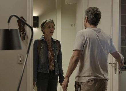 Djanira chega para visitar Romero com surpresa: Atena