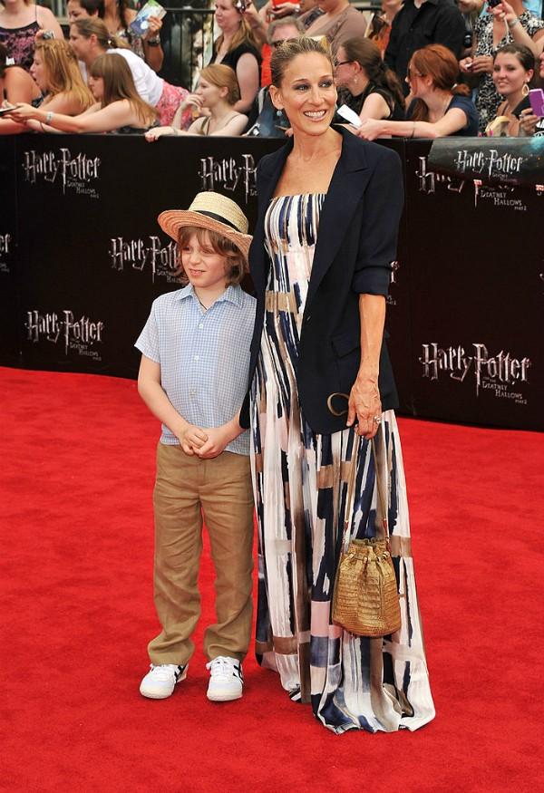 Sarah Jessica Parker posa com o filho James no tapete vermelho (Foto: Getty Images)