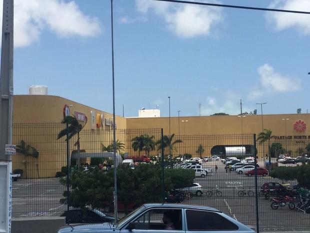 Policial foi baleado durante assalto em shopping na Zona Norte de Natal (Foto: Lídia Pacce/Inter TV Cabugi)
