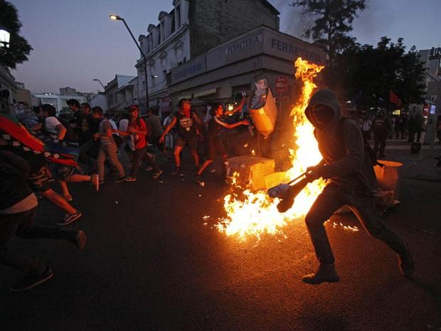 Resultado de imagem para Protestos em Santiago do Chile em 2016