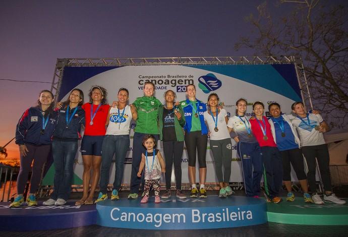 Ana Paula Vergutz, a irmã Beatriz e as parceiras na disputa do K4 (Foto: Flickr / Confederação Brasileira de Canoagem)
