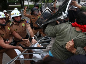 PR protesto confronto PM professores (Foto: Paulo Lisboa/Brazil Photo Press/Folhapress)