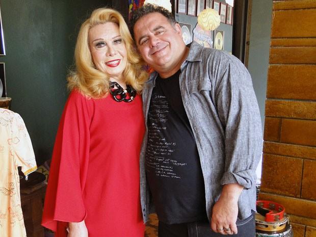 Leo Jaime recepcionou a artista na cidade cenográfica (Foto: Malhação / TV Globo)