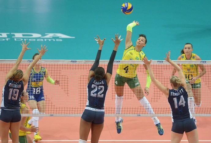 Ana Carolina vôlei feminino Brasil x EUA (Foto: FIVB)