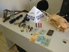 Polícia prende dois e apreende armas, munição e tatu abatido em MG
