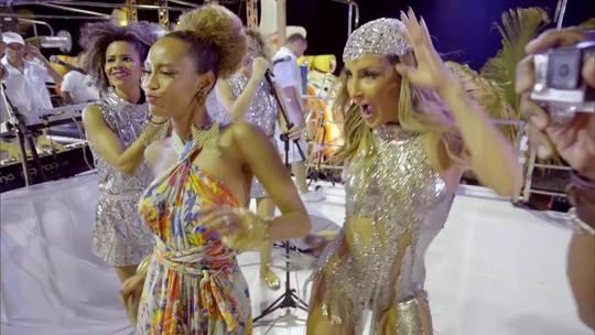 Claudia Leitte e Michele dançam juntas em trio elétrico de Salvador
