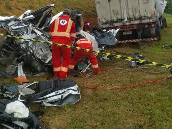 Na BR-277, próximo a Palmeira, uma pessoa morreu na manhã deste sábado (28) (Foto: Arquivo Pessoal)