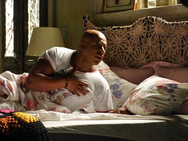 Xana entra em pânico ao acordar e não achar a amiga (Foto: Tatiana Machado/ Gshow)