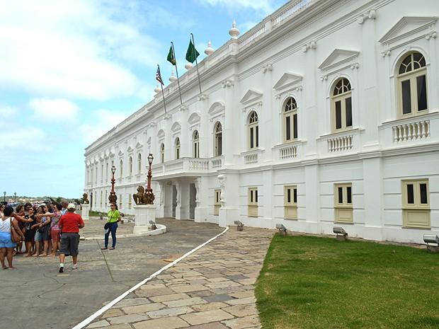 Palácio dos Leões é visitado por turistas em São Luís (MA) (Foto: Maurício Araya / G1)