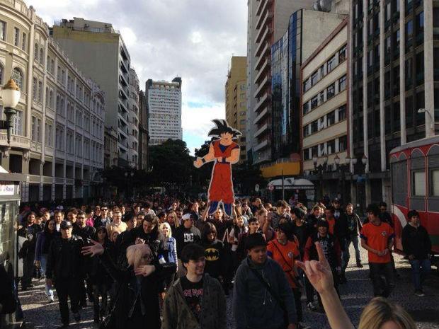 Marcha para Goku reuniu cerca de 200 pessoas no Centro de Curitiba  (Foto: Divulgação/Prefeitura de Curitiba)