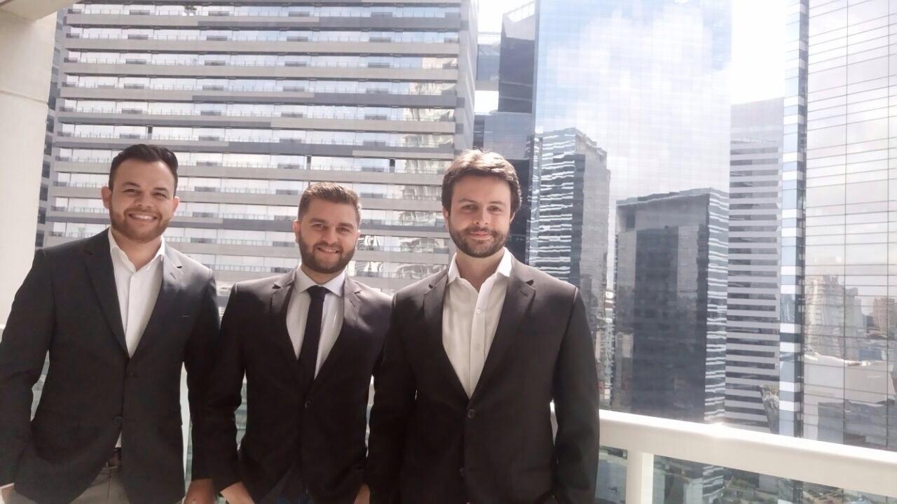 Da direita para esquerda: Marcus Vinicius (CFO), Luiz Eduardo (COO), Leonardo Abrão (CEO) (Foto: Reprodução)