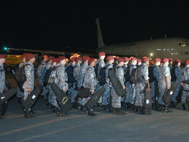 Homens da Força Nacional desembarcaram em Salvador na madrugada desta sexta-feira (3) (Foto: Divulgação/Carla Ornelas/Secom)