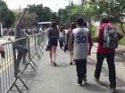Cambistas abordam público na entrada do Lollapalooza