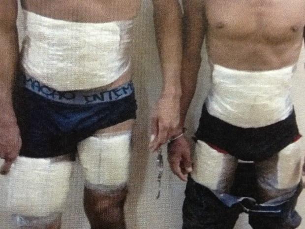 Homens foram detidos dentro de um táxi que seguia para Guajará (Foto: Polícia Federal/Divulgação)