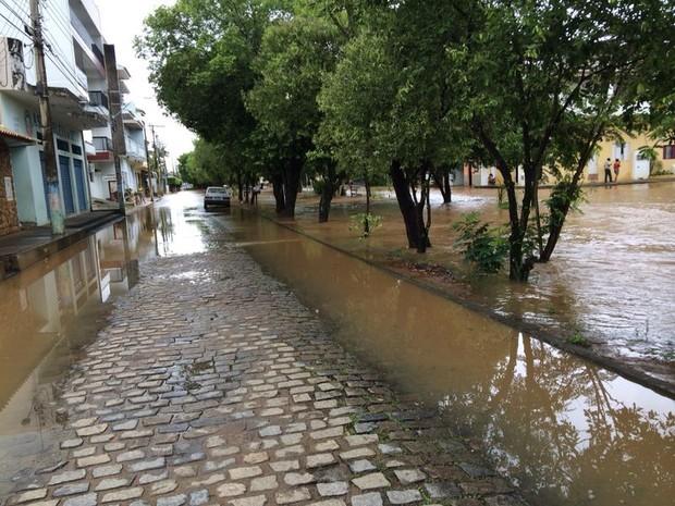 Rio Muriaé começa a baixar. (Foto: Laís Bastos/Arquivo Pessoal)