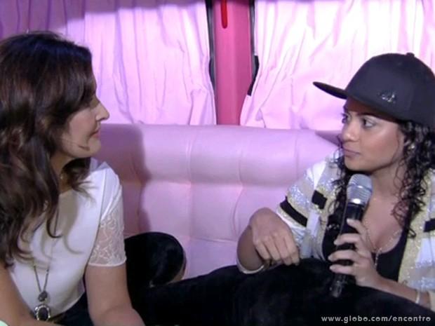 Fátima Bernardes e MC Marcelly (Foto: Encontro com Fátima Bernardes/TV Globo)