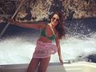 Lea Michelle posa de biquíni em frente e verso na Costa Amalfitana