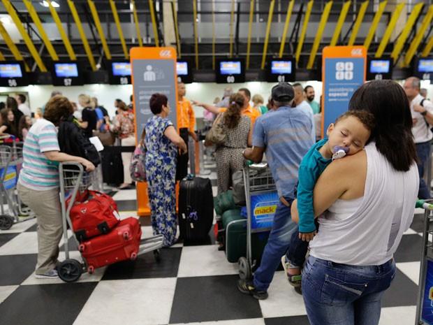 Passageiros aguardam check-in em Congonhas (Foto: Nelson Antoine/Frame/Estadão Conteúdo)
