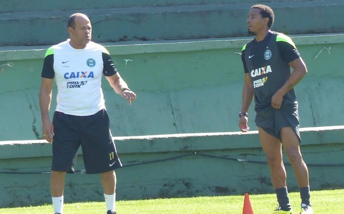Rosinei fez exercícios orientado pelo preparador físico Paulo Paixão (Foto: Monique Silva)