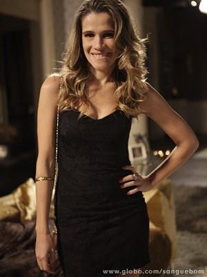 Gatíssima, Ingrid grava de vestidinho colado e cabeleira solta (Foto: Sangue Bom/TV Globo)