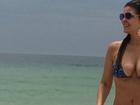 Na praia, Cristiana Oliveira comemora dia quente no Rio: 'Dia maravilhoso'