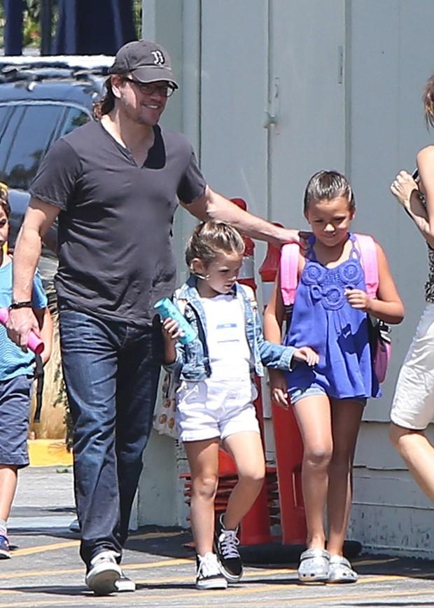 Matt Damon e as filhas (Foto: AKM/GSI)