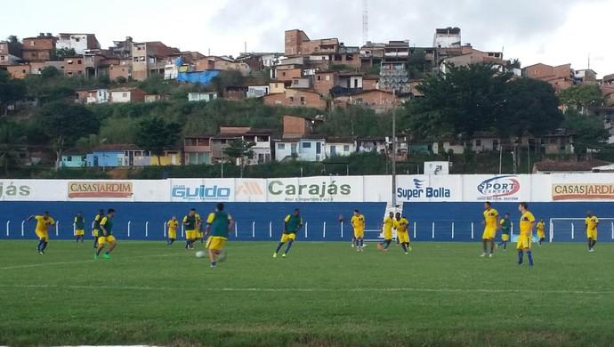 Sem alterações durante o coletivo, time titular treinou com o mesmo jogadores (Foto: Augusto Oliveira / GloboEsporte.com)