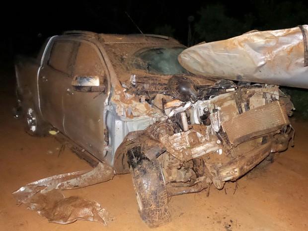 Caminhonete teve parte da frente destruída em acidente (Foto: Ivan Gehlen/ Blog do Braga)