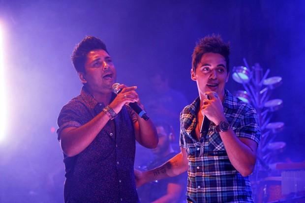 Dupla sertaneja Fred e Gustavo em show em São Paulo (Foto: Paduardo/ Ag. News)