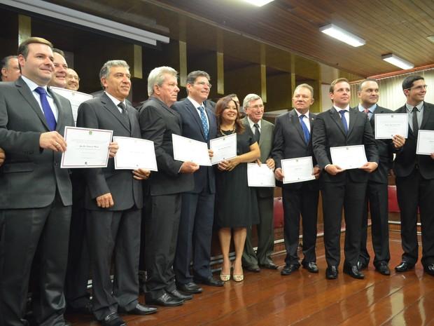Parte dos vereadores eleitos em Ribeirão Preto se reuniram para foto na Câmara (Foto: LG Rodrigues / G1)