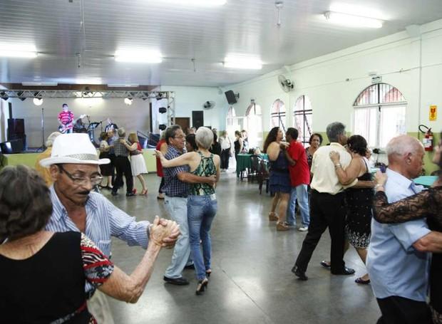 Baile melhor idade (Foto: Prefeitura de Maringá)