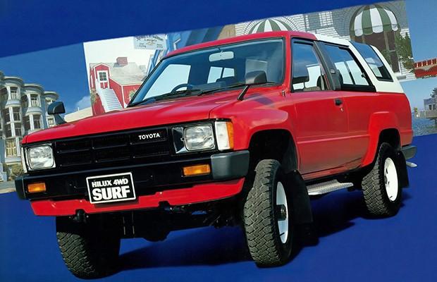 Nova geração de 1984 introduziu novidades como a Hilux Surf, a antecessora da SW4 (Foto: Divulgação)
