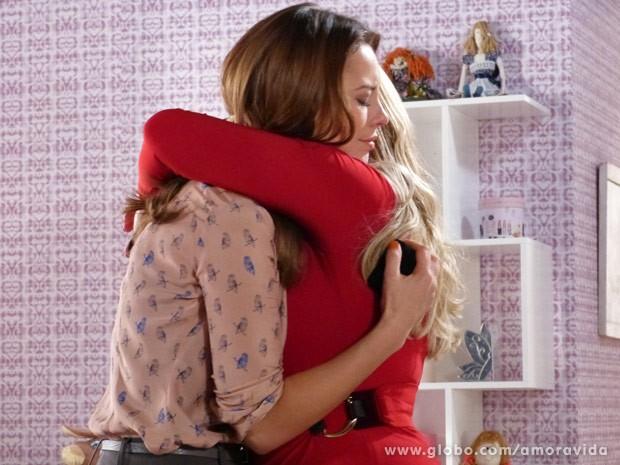 Paloma e Pilar fazem as pazes (Foto: Amor à Vida / TV Globo)