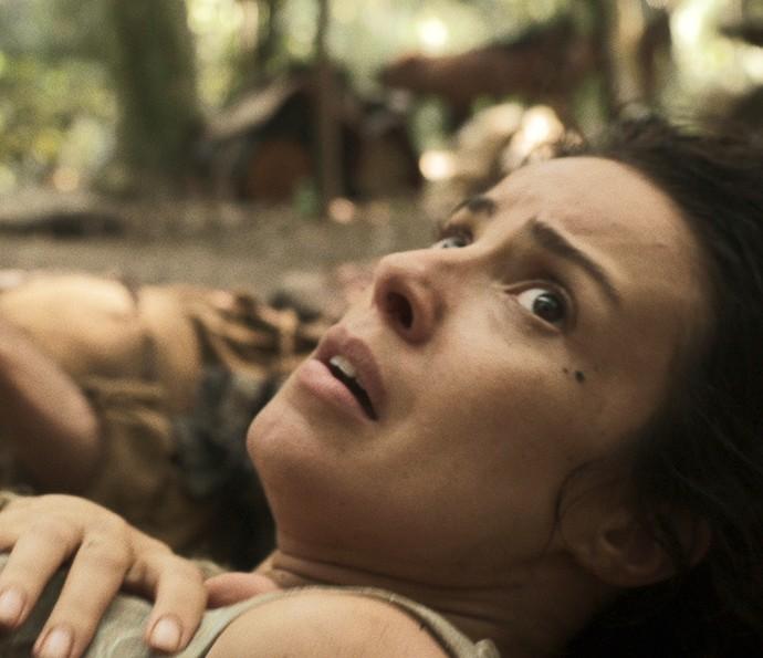 Joaquina sofre tentativa de estupro no cativeiro (Foto: TV Globo)