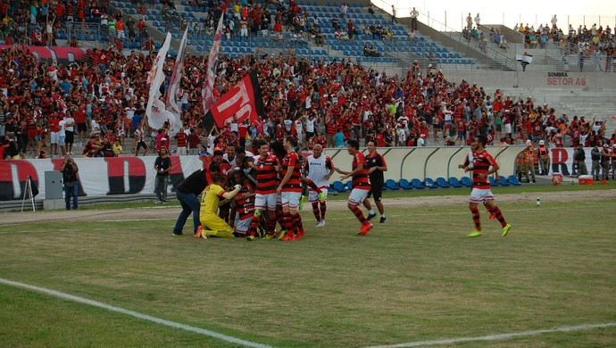 Jogadores do Campinense comemoram gol (Foto: Silas Batista / GloboEsporte.com/pb)