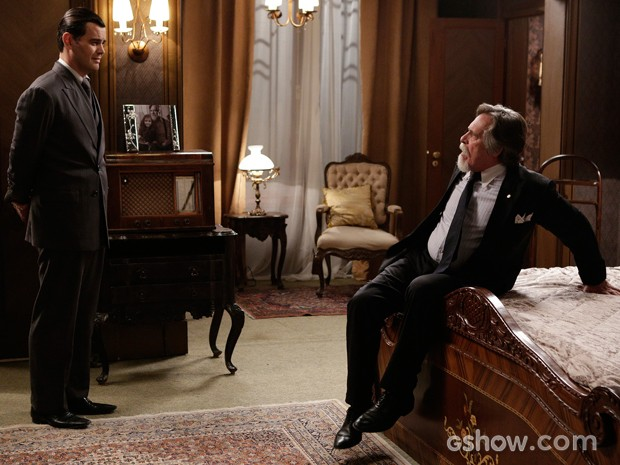 Ernest leva susto ao ver Manfred (Foto: Fábio Rocha / TV Globo)