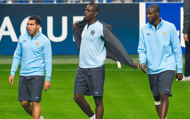 Tevez, Balotelli e Touré no treino do Manchester City (Foto: Reuters)